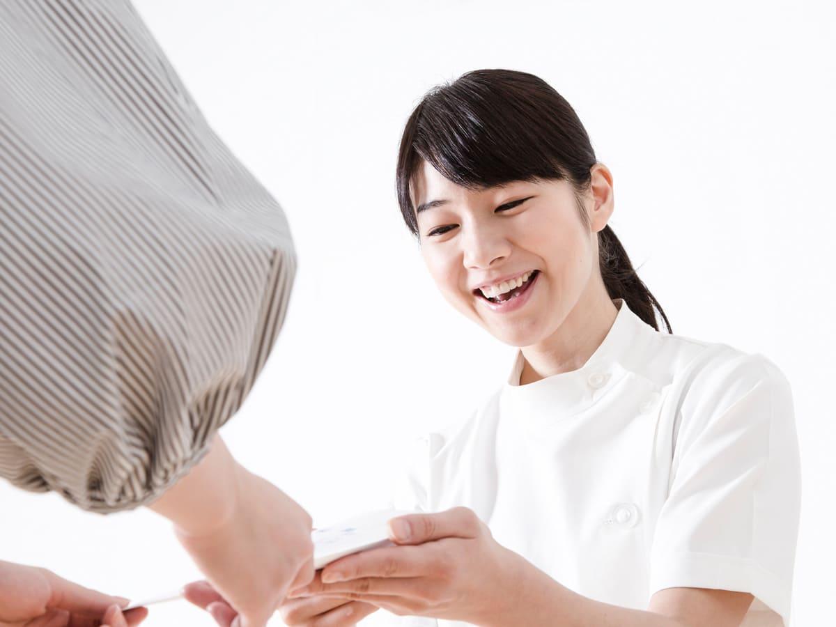 世田谷北沢 下北沢駅前歯科クリニック お会計の後、次回のご予約を必要に応じてお取りします